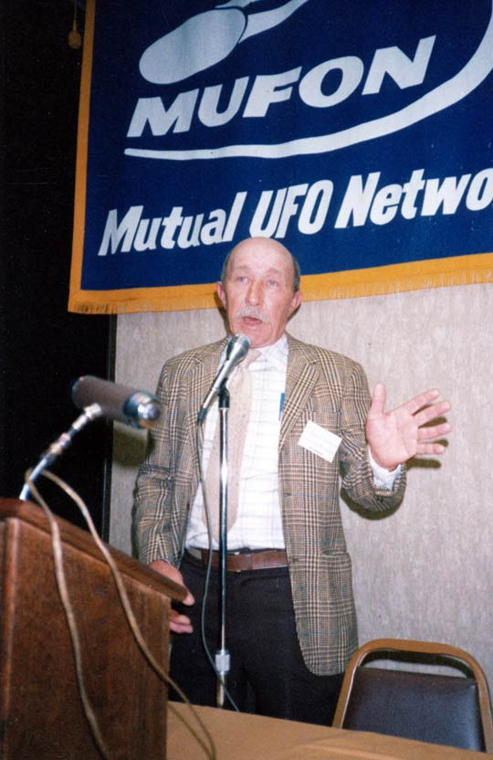 Charlie Hickson lecturing at the first Ozark UFO Symposium