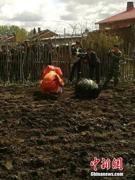 Crashed UFO in vegetable garden. (Credit: Chinanews.com)
