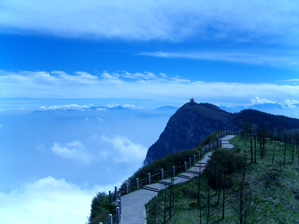 Emei Shan mountains. (Credit: Cory Grenier/Flickr)