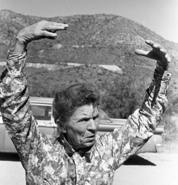Pearl Christiansen describing the UFOs she saw over Browns Peak. (Credit: Arizona Daily Star/Tucson Citizen/Dan Tortorell)