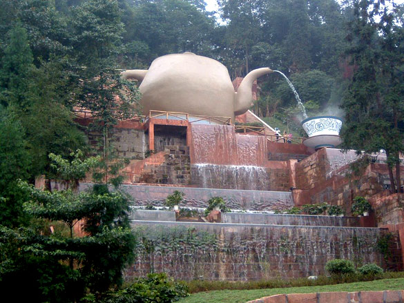 Teapot fountain on Mengding Mountain. (Credit: china-info.blogspot.com)
