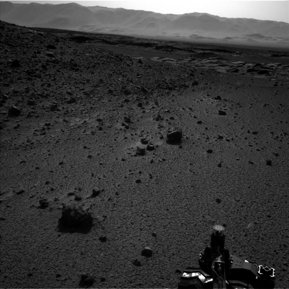 Full image taken by the Curiosity rover with the light anomaly. This image was taken with the right side camera. (Credit: JPL/NASA)