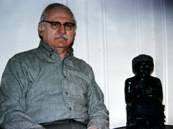 Sitchin next to his replica of the statue of Gudea taken during this interview. (image credit: Manuel Fernandez)