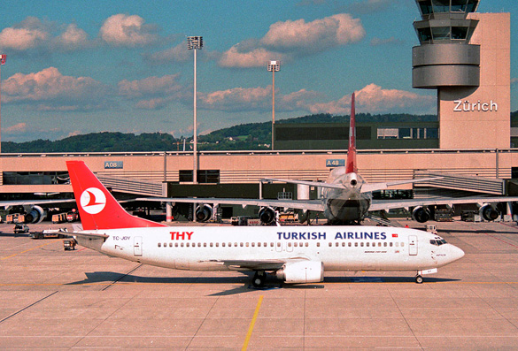 Turkish Airlines Boeing 737 in Zurich Airport in 1995. (Credit: Aero Icarus/Flikr/Wikimedia Commons)