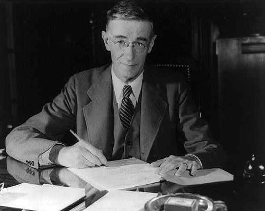 Vannevar Bush (image credit: U.S. Library of Congress)