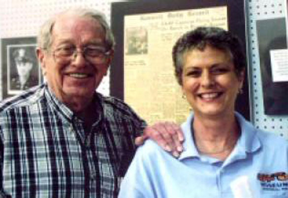 Walter Haut with his daughter Julie Shuster at the Roswell museum in 2007. (Credit: MUFON)
