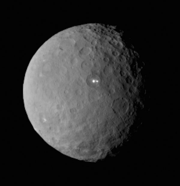 Strange lights on Ceres. (Credit: NASA/JPL-Caltech/UCLA/MPS/DLR/IDA)