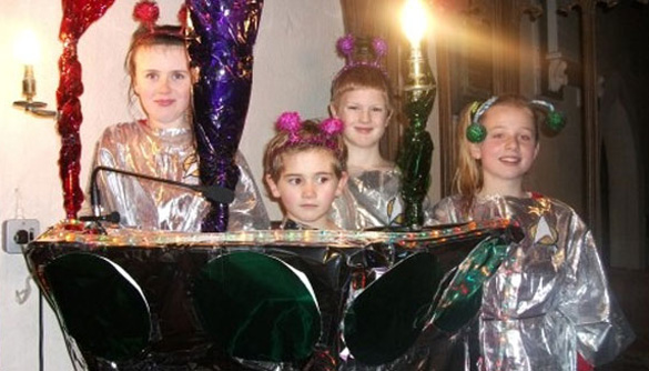 """Students at Burrington Primary School performing """"Christmas With the Aliens"""" in 2013. (Credit: Burrington Primary School)"""