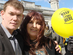 Gary with his mother Janis (credit: freegary.org.uk)