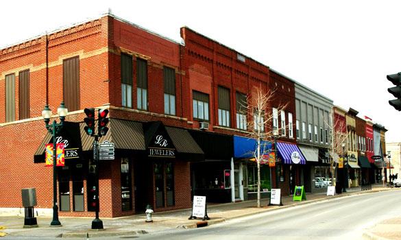 Downtown Cedar Falls, Iowa. (Credit: Wikimedia Commons)