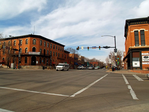 The witnesses' 2-year-old son first saw the UFO. Pictured: Downtown Longmont, CO. (Credit: Wikimedia Commons)