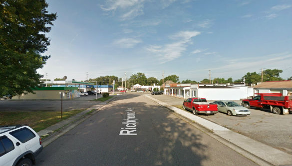 The witness first saw a bright light in the sky. Pictured: Richmond Avenue, a half block east of the Boulevard. (Credit: Google)