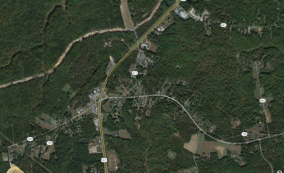 The object appeared to be rectangular in shape and was flying very low. Pictured: Route 301 near King George, VA. (Credit: Google)