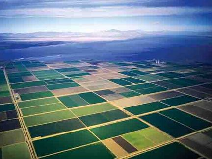 Aerial photo of part of the farmlands, desert, and mountains of Imperial County, Salton Sea, California. (Credit: Wikimedia Commons)