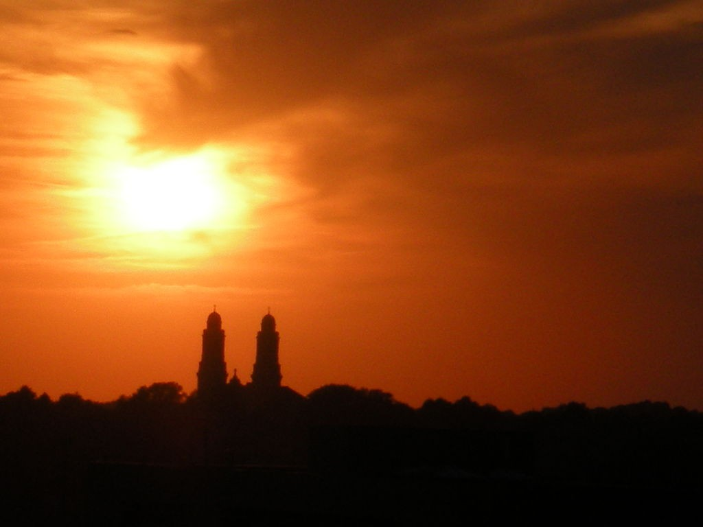 One of the cigar-shaped objects moved out of formation during the sighting. Pictured: The Saint Cecilia Cathedral against an Omaha summer sunset. (Credit: Wikimedia Commons)