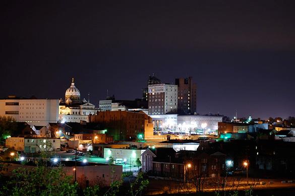 Downtown Washington, PA, at night. (Credit: Wikimedia Commons)