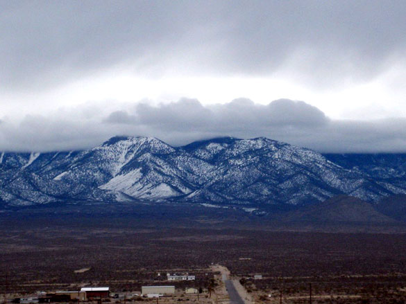 The witness stated that the object was very large and was making no sound. Pictured: The mountains from Pahrump, Nevada. (Credit: Wikimedia Commons)
