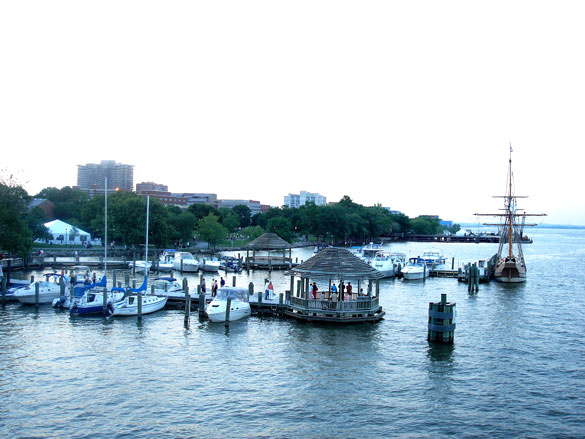 The objects did not have any wings nor tail rudders, and the witness did not see any markings on them. Pictured: Alexandria, VA waterfront. (Credit: Wikimedia Commons)