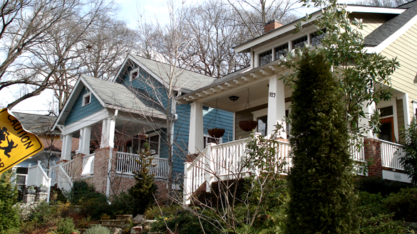 When the witness looked at the light, it seemed to quickly disappear. Pictured: Craftsman bungalows in Atlanta's Inman Park neighborhood. (Credit: Wikimedia Commons)