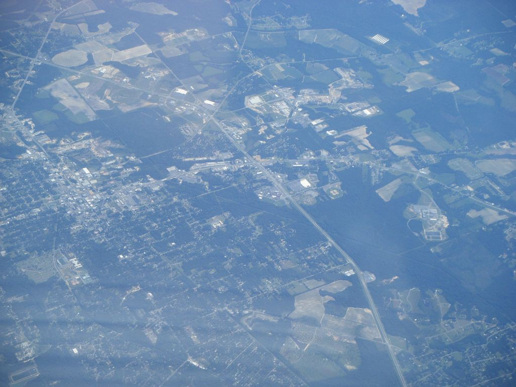 Both the UFO and the helicopter did not appear to make any sound. Pictured: Aerial view of Moultrie, GA. (Credit: Wikimedia Commons)