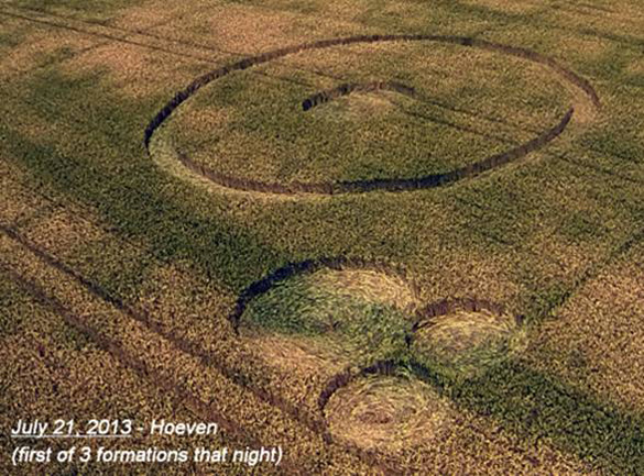 First of 3 new formations found by Robbert & Roy on the night of July 21st—this one in the same field as the small July 14th circles.  Photo: Ronald Sikking