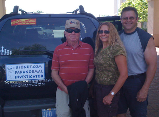 Jesse Marcel Jr., Debbie Ziegelmeyer, Chuck Zukowski in front of Zukowski's UFO Nut mobile.